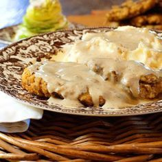 The Pioneer Woman has a TV show on The Food Network now! She made this CHICKEN FRIED STEAK on today's episode and i must make it for my hubby! I really like the spices she used! this is a favorite dish in our area! Beef Recipes, Chicken Recipes, Cooking Recipes, Recipe Chicken, Chicken Fried Steak Recipe Pioneer Woman, Salisbury Steak Recipe Pioneer Woman, Chicken Fried Chicken Recipe Pioneer Woman, Pioneer Woman Brisket, Cubed Steak Recipes