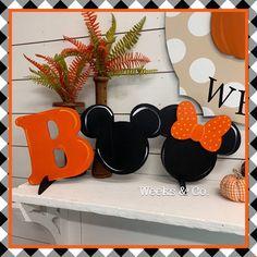 Disney Halloween Decorations, Halloween Home Decor, Halloween Crafts, Holiday Crafts, Country Halloween, Halloween Ornaments, Halloween Design, Spring Crafts, Disney Diy Crafts