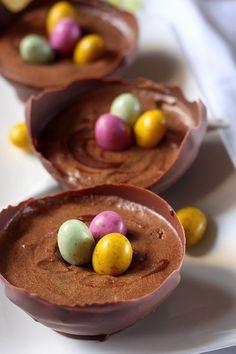Découvrez 21 recettes extraordinaires de dessert de Pâques, à déguster en famille. Pâques est synonyme de bon repas… Mais surtout d'un bon dessert de Pâques. Trouvez votre bonheur parmi nos recettes de desserts de Pâques, , qu'il soit traditionnel ou moins marqué de l'empreinte de Pâques ...