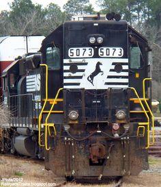RAILROAD Freight Train Locomotive Engine EMD GE Boxcar BNSF,CSX,FEC,Norfolk Southern,UP,CN,CP,Map : Locomotives GP38-2 High Hood