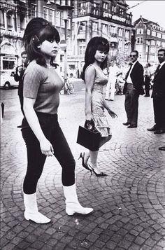 Two Indonesian Girls, Amsterdam, 1966. Photo byEd van der Elsken.