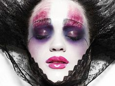 This is another one of my favourite looks from my Caroline Saulnier and Rankin Book. So inspiring. :-)
