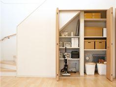 階段下収納 Muji Home, Industrial Kitchen Design, Cheap Houses, Japanese Interior, Stair Storage, Shelf Design, House Made, Home Organization, Cool Beds