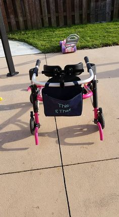 Snap pocket from Thirty One Gifts. Great to use for walkers, wheelchairs, and more! Check out to see this and even more great bags! Thirty One Party, Thirty One Gifts, Thirty One Purses, Large Utility Tote, Thirty One Consultant, 31 Bags, Wheelchairs, Celebrity Travel, Wedding Tattoos