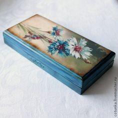 Шкатулка-купюрница `Azure`. Шкатулка-купюрница в технике декупаж, цветочные мотивы Catherine Kleine, имитация старения. Работа представлена для примера.