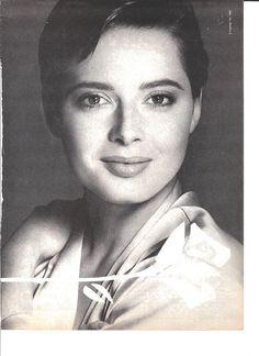 Isabella Rossellini for Lancôme Blunt Hair, Swedish Actresses, Isabella Rossellini, Ingrid Bergman, Italian Beauty, Glamour Shots, Cinema Movies, Human Soul, Life Is Beautiful
