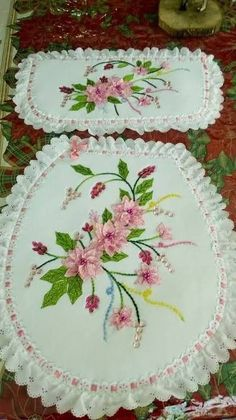 Ribbon Embroidery Tutorial, Hand Embroidery Stitches, Silk Ribbon Embroidery, Embroidery Patterns, Diy And Crafts, Arts And Crafts, Flower Making, Craft Videos, Crochet Flowers