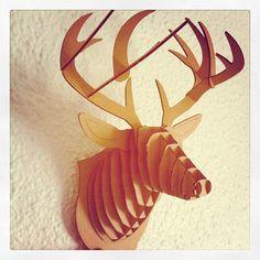 El ciervo de cartón que cacé en una tienda molona del Marais...