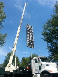 Building the Jumbo Tron for the BMW PGA Tour at Cherry Hills Golf Club with the 30 ton crane.
