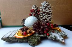 Christmas Pine Cones, Christmas Time, Christmas Wreaths, Christmas Decorations, Birth Of Jesus Christ, Advent Season, Holiday Crafts, Holiday Decor, Pine Cone Crafts