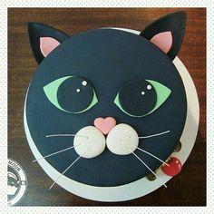 New Birthday Cake Cat Theme Ideas Kitty Party, Fondant Cakes, Cupcake Cakes, Cat Cupcakes, Dog Cakes, New Years Party Themes, Birthday Cake For Cat, 7th Birthday, Animal Cakes