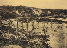 Tombes envahies par les inondations. Berry-au-Bac