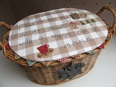Patchwork en Casa - Patchwork with Love Paper Wall Art, Paper Weaving, Sewing Baskets, Love Sewing, Couture, Primitive, Patches, Quilting, Cross Stitch
