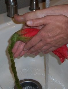 Felting Sunshine: Felted Flower Tutorial - I wonder what they used before the invention of bubble wrap?