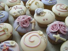christening or communion cupcakes.... very pretty!