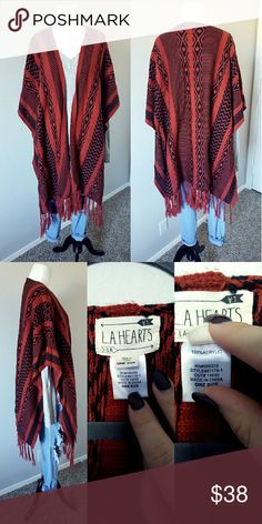 {LA Hearts} Poncho Beautiful poncho perfect for campfires <3 No holes or stains, one size.  *No trades *Bundle to save 10% LA Hearts Sweaters Shrugs & Ponchos