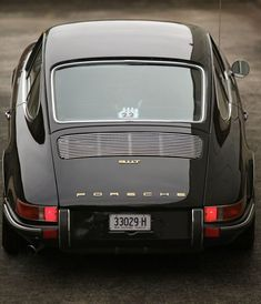 it looks so differenet from this angle it is hard to believe it is the same thing. So regular and square!  1969 Porsche 911T