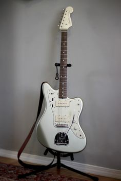 Fender Jazzmaster Inca Silver w matching headstock Music Guitar, Guitar Amp, Cool Guitar, Acoustic Guitar, Les Paul, Elvis Presley, Diy Electric Guitar, Fender Jaguar, Guitar Collection