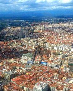 Impresionante vista aérea de Madrid. Nos encanta!! http://ift.tt/1sPA3pa