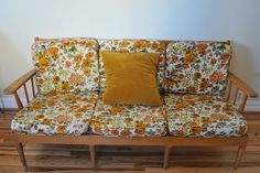 1000 images about vintage floral couch on pinterest for 80s floral couch