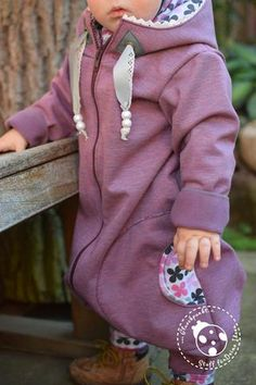 """eBook - Oooverall - Das ganze Kind drin - From Heart to Needle - Overall - Jumper - Jumpsuit - Schlafanzug - Schlafsack - Softshellanzug - Nähen - Herbst/Winter - Baby - Kinder - Schnittmuster, Schlupfmütze/Mütze von Lybstes, Halstuch """"Mayla"""" von Fräulein An genäht aus dem Softshell """"Soft Touch"""" kombiniert mit dem Jersey """"Retro Flowers"""", Reißverschluss, Perlen, Klöppelspitze """"Eva"""" und Reflektorband """"Safety"""" - Sicherheit für Deine Kinder - Reflektor - reflektierendes Näh-Zubehör - Glückpunkt."""