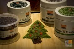 Superfood Christmas Tree :-)  Zelf maken? Voordelig en gezond #Superfood Kerstpakket, verkrijgbaar tot 2 januari   Fijne kerstdagen en een gezond nieuwjaar! Superfoods, Smoothie, Grains, Vitamins, Super Foods, Smoothies, Seeds, Korn