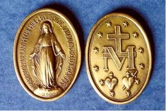 The Blessed Virgin Mary herself designed the Medal of the Immaculate Conception--popularly known as the Miraculous Medal! No wonder, then, that it wins such extraordinary graces for those who wear it and pray for Mary's intercession . Catholic Priest, Catholic Saints, Holy Art, Saint Esprit, Gift From Heaven, Immaculate Conception, Mary And Jesus, Blessed Virgin Mary, Blessed Mother