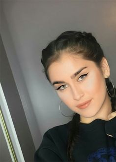 Find images and videos about style, makeup and lauren jauregui on We Heart It - the app to get lost in what you love. Lauren Mitchell, Fifth Harmony Lauren, Divas, Daddy, Camila And Lauren, Woman Crush, Green Eyes, Celebrity Crush, Girl Crushes