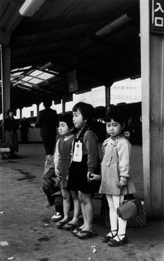 Little girls, Tokyo, April 1954 by Robert Capa