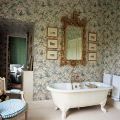 Victorian Decor Leather And Other Luxurious Fabrics Are Common In Décor Love The Bathtub Bathroom Pinterest