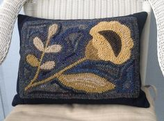 """Primitive Hooked Rug Wool Pillow Down Filled 15"""" x 20"""" #NaivePrimitive #maggiesfarm1846"""