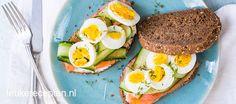 Op zoek naar variatie voor de lunch? Probeer dan eens deze frisse broodjes met gerookte zalm, komkommer en ei.
