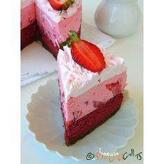 Tort Seherezada – un desert oriental - simonacallas Red Velvet Cheesecake, Oreo Cheesecake, Strawberry Cheesecake, Oreo Mousse, Mousse Cake, Romanian Desserts, Cupcakes, Coco, Chocolate Cake