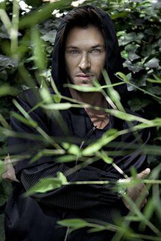 Gaspard, gorgeous shot.. Amazing eyes. Hot damn.