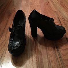 ONLY WORN ONCE black platform heels Adjustable buckle, perfect quality, great detai Forever 21 Shoes Platforms