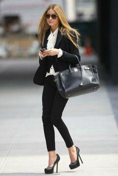 tenue travail pour une femme d'affaire, porter avec confidence
