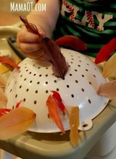 Put feathers in holes of a colander for a simple Thanksgiving activity to work on fine motor skills. Brilliant! #finemotor #Thanksgiving #mamaot