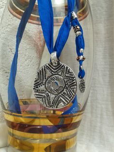 Collar seda habotai, beads en zamak con baño plata vieja.