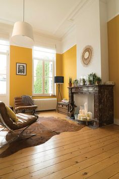 40 Extraordinary Yellow Living Room Ideas - Although pastels might not immediately come to mind when considering living room wall colors, they can actually be used quite effectively. Yellow Walls Living Room, Yellow Accent Walls, Living Room Colors, Living Room Designs, Living Room Decor, Room Wall Colors, Boho Chic Living Room, Yellow Interior, Indian Home Decor