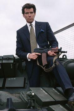 Pierce Brosnan as James Bond in Goldeneye James Bond Actors, James Bond Movies, Steven Seagal, Gentlemans Club, Pierce Brosnan 007, Tom Holland, Daniel Craig 007, Bond Series, James Bond Style