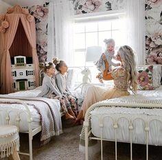 Queen Ann Wallpaper (Self-Adhesive) – Rocky Mountain Decals Big Girl Bedrooms, Little Girl Rooms, Girls Bedroom, Shared Girls Rooms, Bohemian Bedroom Decor, Girl Bedroom Designs, Of Wallpaper, Decoration, Vintage Girls Rooms