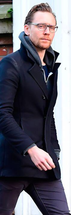Tom Hiddleston in London on January 2, 2017. Source: Torrilla. Full size image: http://ww4.sinaimg.cn/large/6e14d388ly1fbdsp69gc9j21rw2icx1d.jpg