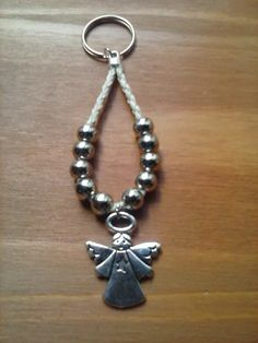 denarios llavero de tiento y metal, con angel para souvenir Handmade Keychains, Catholic Gifts, Beaded Crafts, Celtic Designs, Beading Tutorials, Craft Fairs, Key Rings, Jewelry Making, Drop Earrings