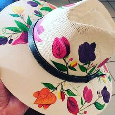 Painted Hats, Painted Clothes, Hand Painted, Tole Painting, Fabric Painting, Fabric Crafts, Sewing Crafts, Hat Crafts, Diy Hat