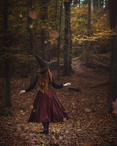 The Autumn Witch - Modern witch - Photographie D' Halloween, Halloween Fotografie, Witch Photos, Halloween Photos, Fall Halloween, Vintage Halloween, Preschool Halloween, Whimsical Halloween, Anime Halloween