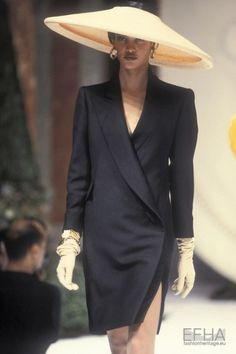 Image from object titled 'Christian Dior, Spring-Summer Couture' Christian Dior Vintage, Christian Dior Couture, Dior Fashion, Runway Fashion, Womens Fashion, Fashion Trends, Club Fashion, Fashion Ideas, Style Année 90