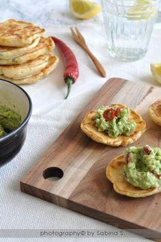Frittelle di mais con salsa piccante di avocado