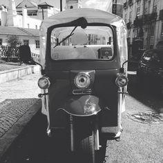 Todos a bordo! All aboard!  #Lisboa #Lisbon #Lisbonne #Tuktuktejo #Lisbontours #SãoPedrodeAlcântara