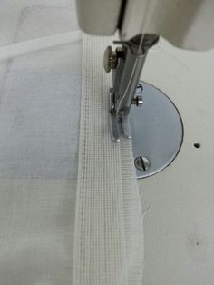 옷 만드실 때, 밑단 마무리 어떻게 하시나요? 보통은 두번 말아박기를 하시거나 직기원단의 경우에는 말아... Sewing Techniques, Sewing Hacks, Diy And Crafts, Sewing Patterns, Quilts, How To Make, Clothes, Decor, Fashion