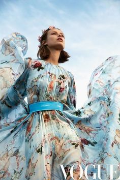 Birgit Kos heads outdoors for the February 2018 issue of Vogue China. Photographed by Camilla Akrans, the Dutch model stars in an editorial called 'The You - Birgit Kos Poses in Dreamy Fashions for Vogue China Vogue China, High Fashion Photography, Fashion Photography Inspiration, Photography Poses, Dreamy Photography, Glamour Photography, Lifestyle Photography, Fashion Inspiration, Vogue Editorial